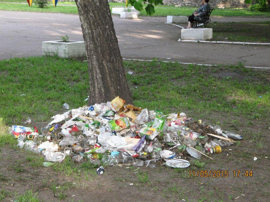 Золотоноша Парк Шевченка сміття 01