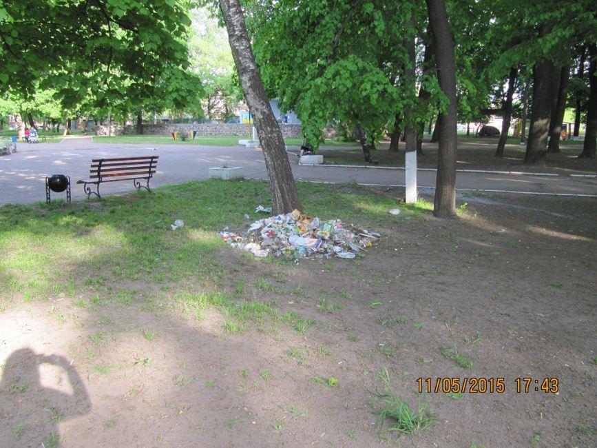 Золотоноша Парк Шевченка сміття 02