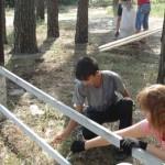 У Вільхівських лісах діти самотужки лагодять рекреаційні зони [ФОТО]