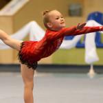 Мініатюрна дівчинка із третьої школи у свої 7 років має розряд з гімнастики [ФОТО]