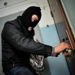 Пара дрібних злочинців пограбувала два будинки за одну ніч