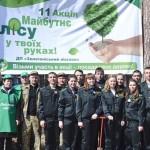 Посадовці, активісти та школярі висадили сосновий ліс [ФОТО]
