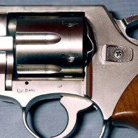 пістолет-Agent