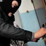 Ймовірного серійного квартирного крадія затримано на місці злочину