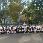 Злам стереотипів: першокласники гімназії розпочали навчання із висадження молодих дерев