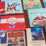 """""""Еконія"""" подарувала золотоніським дітям дві сотні сучасних книг [ФОТО, ВІДЕО]"""
