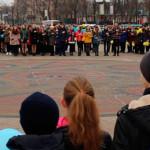 Молодь відзначила День добровольця флеш-мобом на центральній площі [ФОТО]