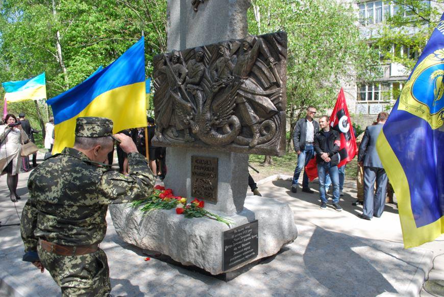пам'ятник чорним запорожцям 39