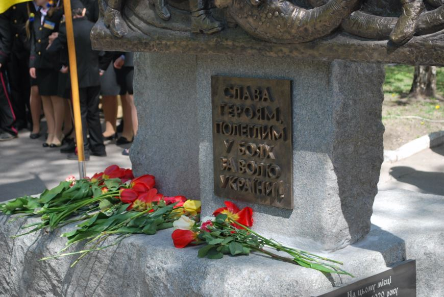 пам'ятник чорним запорожцям 40