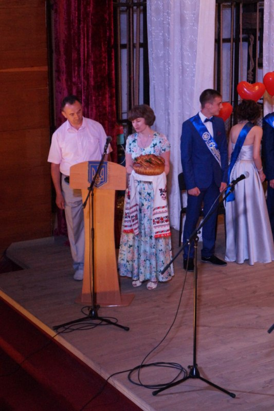 Золотоніська гімназія випускний вечір 09
